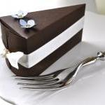 Paper chocolate cake favor boxes. W..